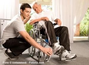 In der Rehabilitationsphase nach einem Herzinfarkt erhält der Patient wichtige Informationen.